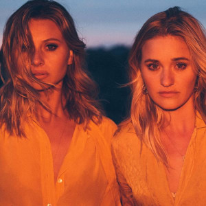 Aly & AJ Star Maps Lyrics